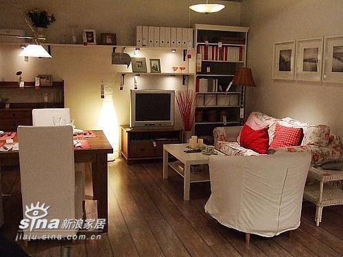 米色基调,简单干净,挺喜欢,特别喜欢粉色小花的沙发,本人对小碎花似乎有特别的情节