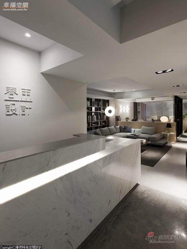 银狐白大理石的柜面呈现一种现代流畅感