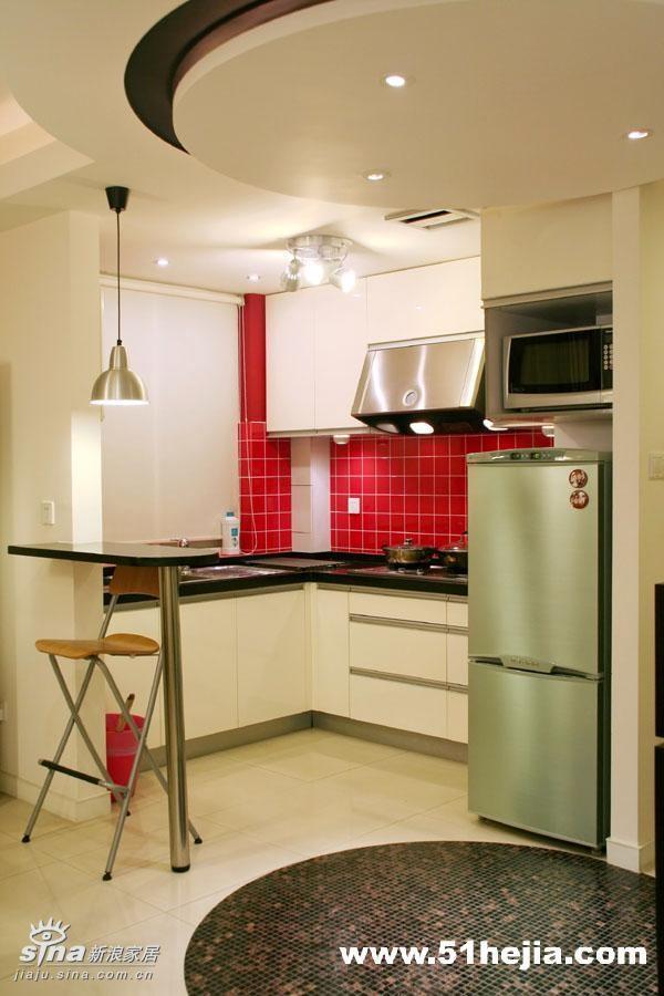 厨房-厨房墙面的红色小方砖是我在百安居买的,特价。对于开放式厨房来说,油烟是肯定要考虑的,所以我特别选用了大排量的中式油烟机,还在上面装了排风扇。即便如此,目前来看问题是不大的,但如果您家是天天要烧饭的,可能还是不大合适的