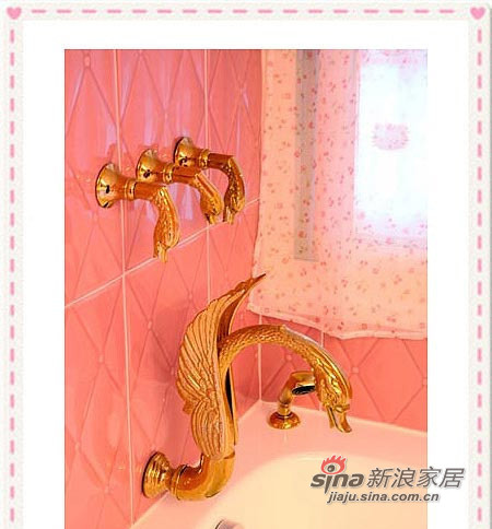 在粉红壁砖上搭配嵌壁式天鹅水龙头组
