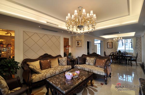 客厅设计比较隆重,沙发后的软包背景,彰显