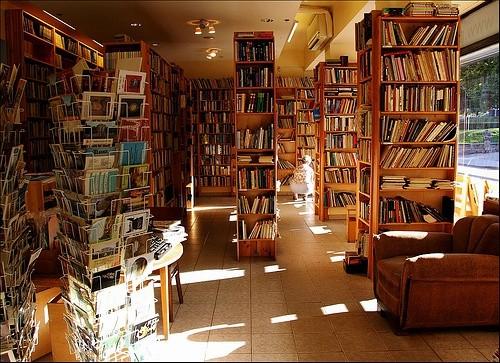 高至天花板的书堆