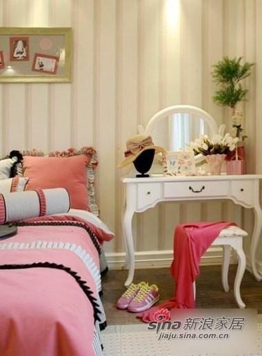 小巧可爱的梳妆台,温软的布艺床