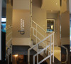 连接地下室与客厅的楼梯