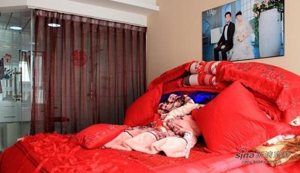 简约 三居 卧室图片来自用户2738845145在140平3室2厅1卫喜庆婚房50的分享
