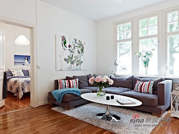 木质地板条纹靠垫,浅蓝色沙发,闲适小资派