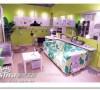 色彩鲜艳的客厅。。。乱乱的感觉适合不爱整理的人。。。因为可以随便放东西。。。