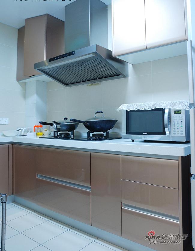 现代 二居 厨房图片来自装修微日记在【高清】新婚夫妻90平现代暖色调两居18的分享