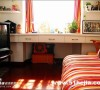 儿童房-还有窗帘布是我特意挑的,和沙发床颜色一样,起到了呼应的作用,我把飘窗做成了书桌