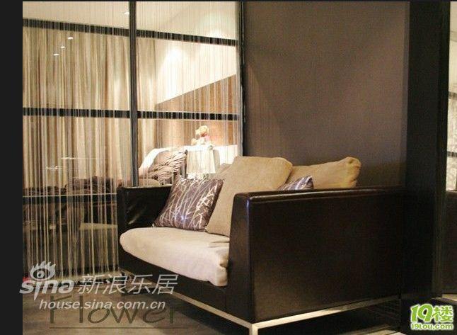 简约 一居 客厅图片来自用户2745807237在金属质感 80后单身女后现代小屋17的分享