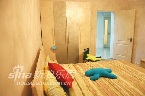 简约 一居 卧室图片来自用户2739153147在3.6万打造的华丽一居33的分享