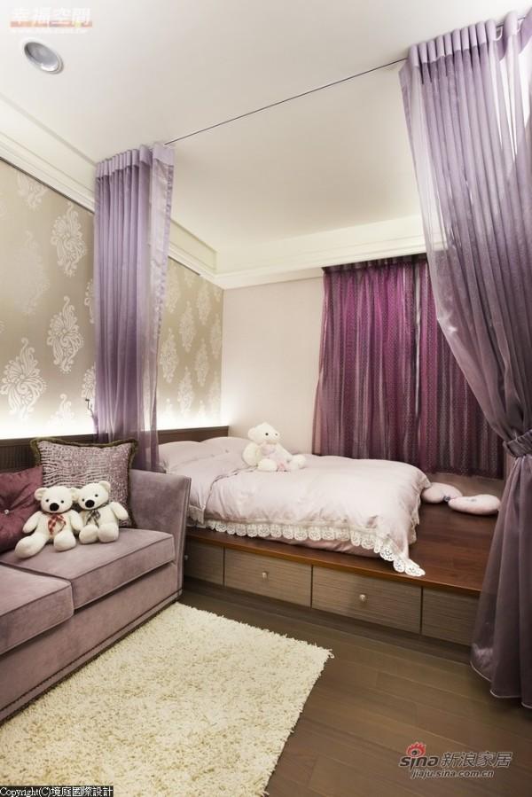 卧眠区域架高设计,规划收纳机能于其中