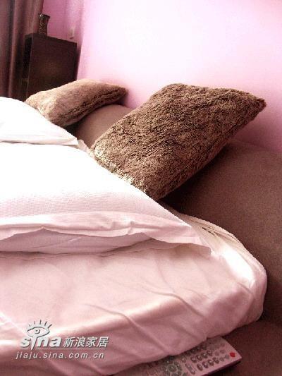 简约 二居 卧室图片来自用户2737759857在---冷静与妖娆共存---粉与黑的和谐22的分享