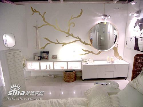 超大卫生间的手绘墙