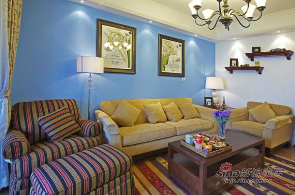 海蓝色沙发背景墙