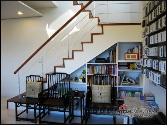 混搭 三居 楼梯图片来自用户1907691673在75平青春混搭爱巢花9.5万80的分享