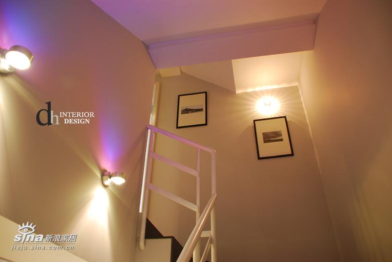 简约 一居 楼梯图片来自用户2737950087在上海沿海丽水馨亭--淡雅的白色简约51的分享