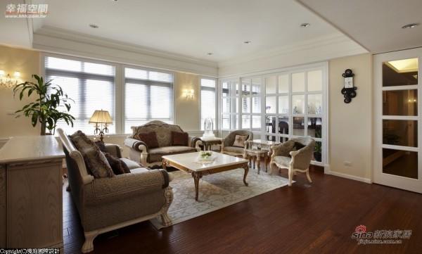 客厅摆设艺术性十足的古典家俱
