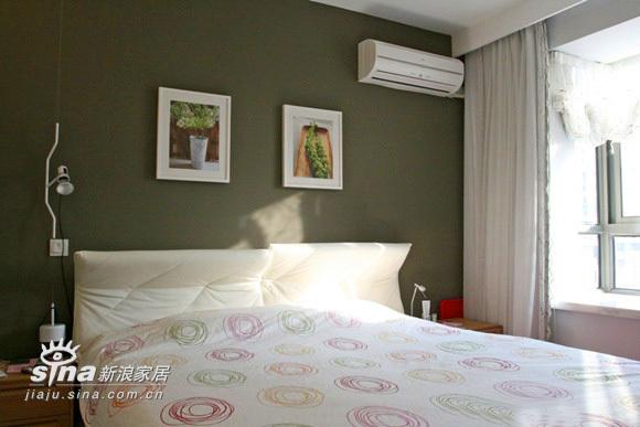 简约 二居 卧室图片来自用户2738093703在77平精彩简约2居63的分享