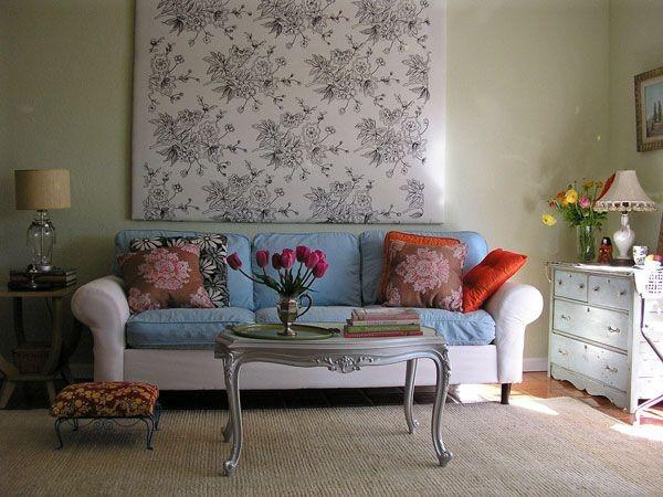 客厅装饰搭配,精巧的客厅装修怎么能少的料家饰的增色呢?客厅是家庭最聚人气的地方。好的客厅装饰能营造出温暖的装饰效果。鲜艳色彩的搭配让装饰显得更加美丽。你喜欢什么样的风格就选一款吧喜欢的装饰效果图带回家吧。客厅装修装饰搭配效果。