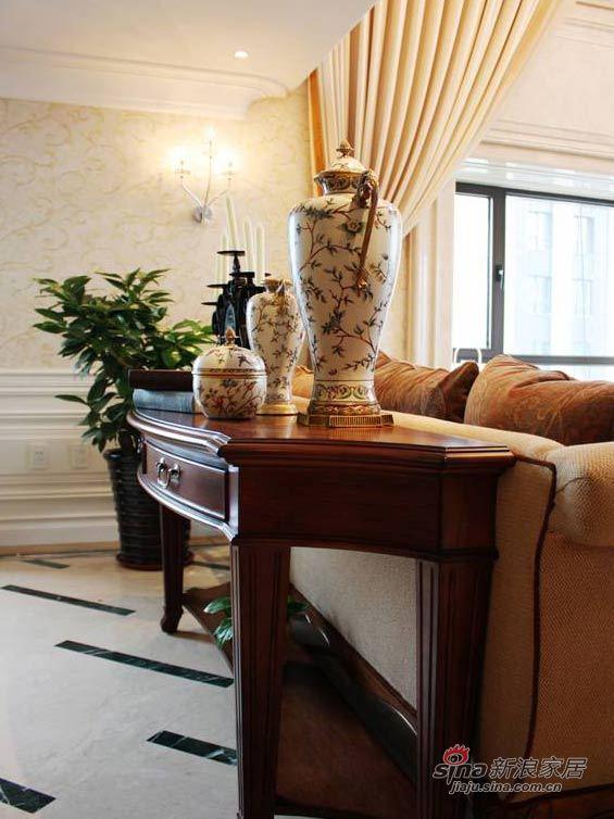 欧式 三居 客厅图片来自用户2745758987在220平纸醉金迷奢华美式宅74的分享