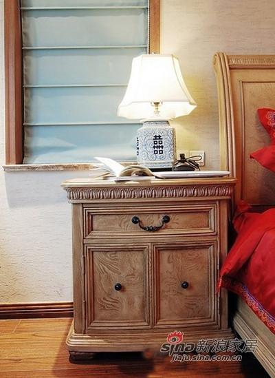 床头柜的木色非常喜欢