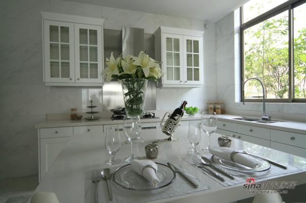 漂亮的白色厨房
