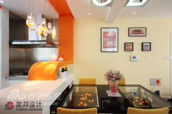 橙色隔断是设计的一大特色