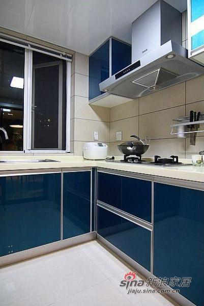 简约 三居 厨房图片来自佰辰生活装饰在10万打造100㎡黑白优雅家70的分享