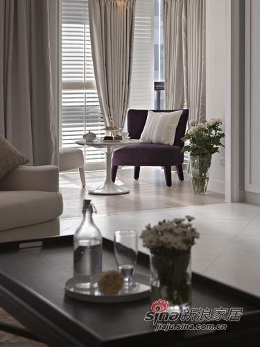 木百叶和淡灰色的窗帘布让休憩区有着浪漫唯