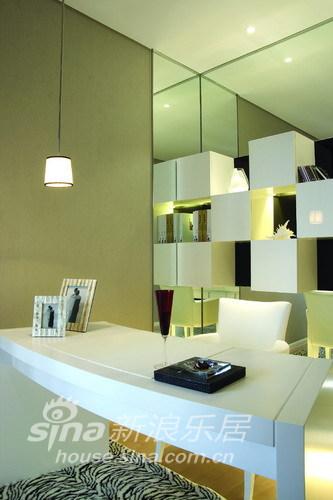 简约 二居 客厅图片来自用户2738845145在简洁大方新居 简约但很温馨60的分享