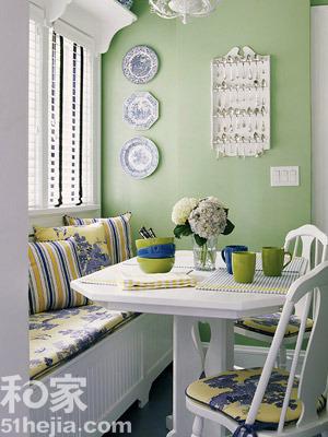 阳台 沙发 靠垫 桌子 椅子图片来自用户2558757937在阳台的分享