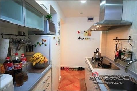 厨房和卫生间都只能从走廊采光