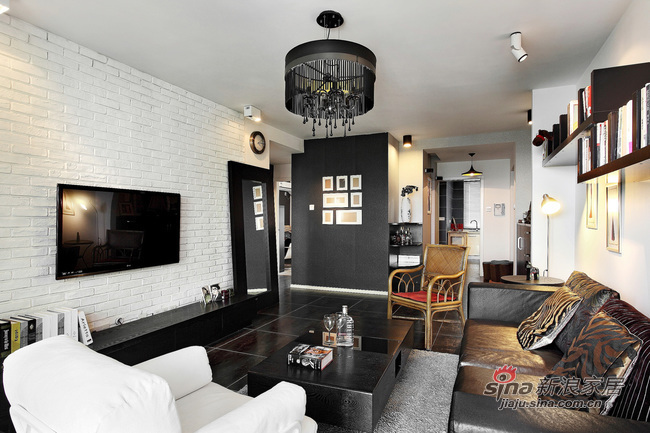 现代 二居 客厅图片来自佰辰生活装饰在16万营造69平黑白时尚两居室62的分享