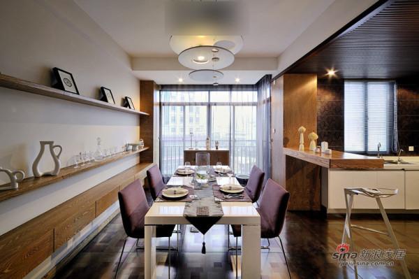 餐厅和厨房采用开放式布局。