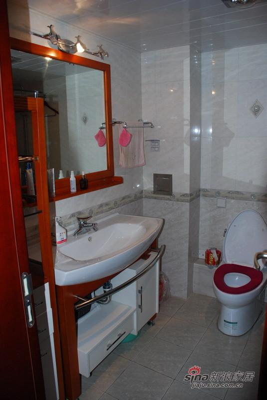 中式 四居 卫生间图片来自用户1907696363在12万全包144平静高雅婚房63的分享