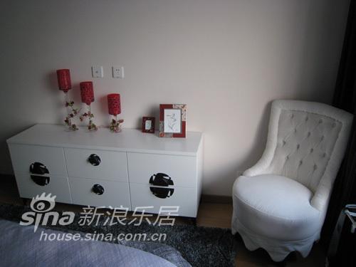 简约 三居 卧室图片来自用户2557979841在昆山中安置业56的分享