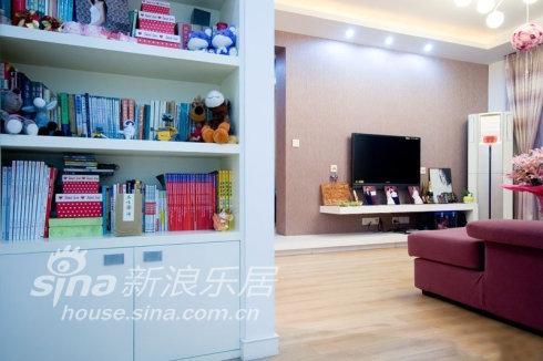 简约 二居 客厅图片来自用户2737786973在实景:妙手改造 套内50平米小屋闪亮变身21的分享