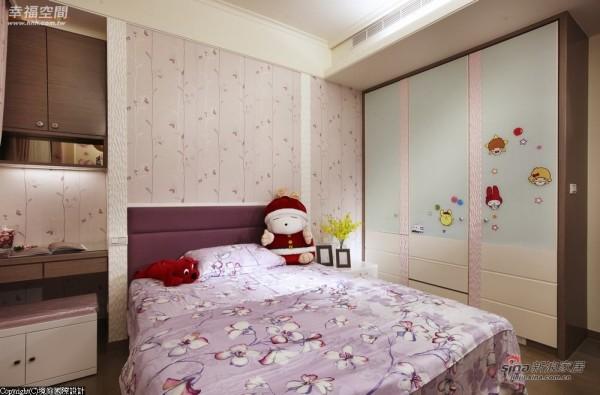 女孩卧室以粉嫩色彩为主