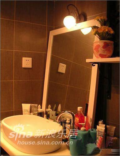简约 一居 卫生间图片来自用户2739378857在53平米花园般爱的小屋—瑞博文蜻蜓推荐51的分享