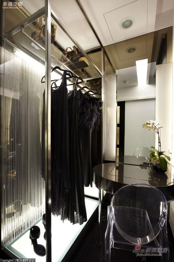 更衣室以陈列精品的方式规划