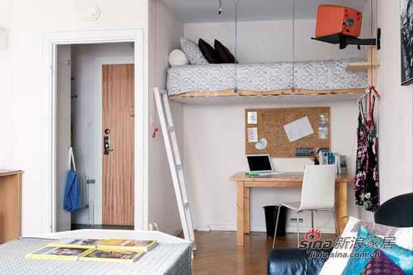 简餐区的设计大量运用了白色家具,让整个小户型空间看起来更加整洁