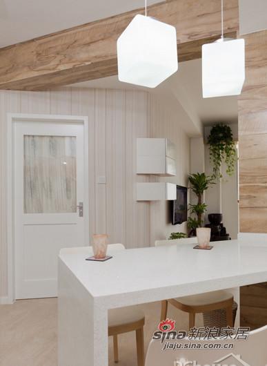 厨房吧台的吊灯很有特色
