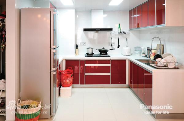 打通的厨房让整个空间变得更通透了