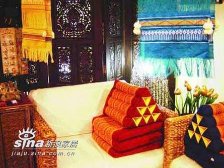 其他 三居 客厅图片来自用户2558757937在艳丽角色东南亚风情家居 舒缓身心紧张91的分享