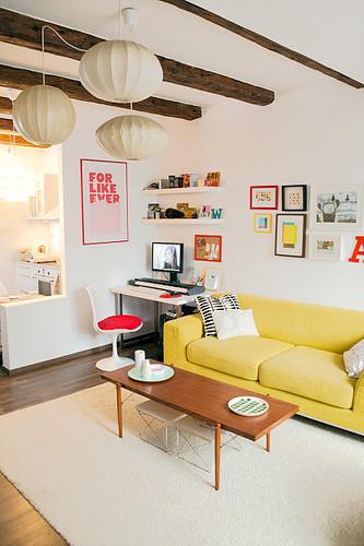客厅 沙发 清新 糖果色图片来自用户2771736967在屌丝变文艺 11款极具文艺时尚气息的客厅的分享