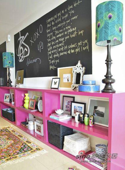 粉色的储物架。