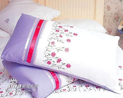 带有手工刺绣的床品,温馨而雅致