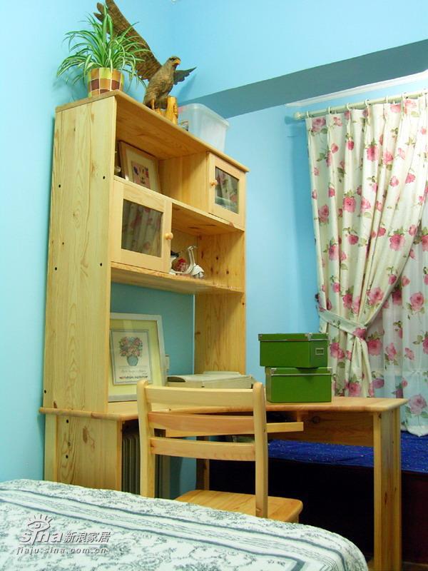 简约 二居 卧室图片来自用户2739378857在90平方两房 12万装精致芭比小筑(5)69的分享
