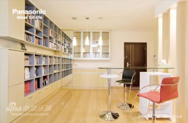 松下摩登柜与盛一定制书柜完美结合装点客厅